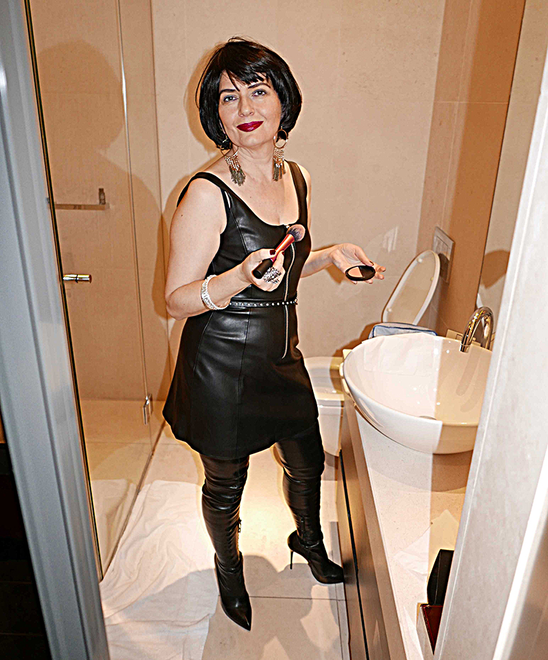 Camilla signora italiana sessantacinquenne