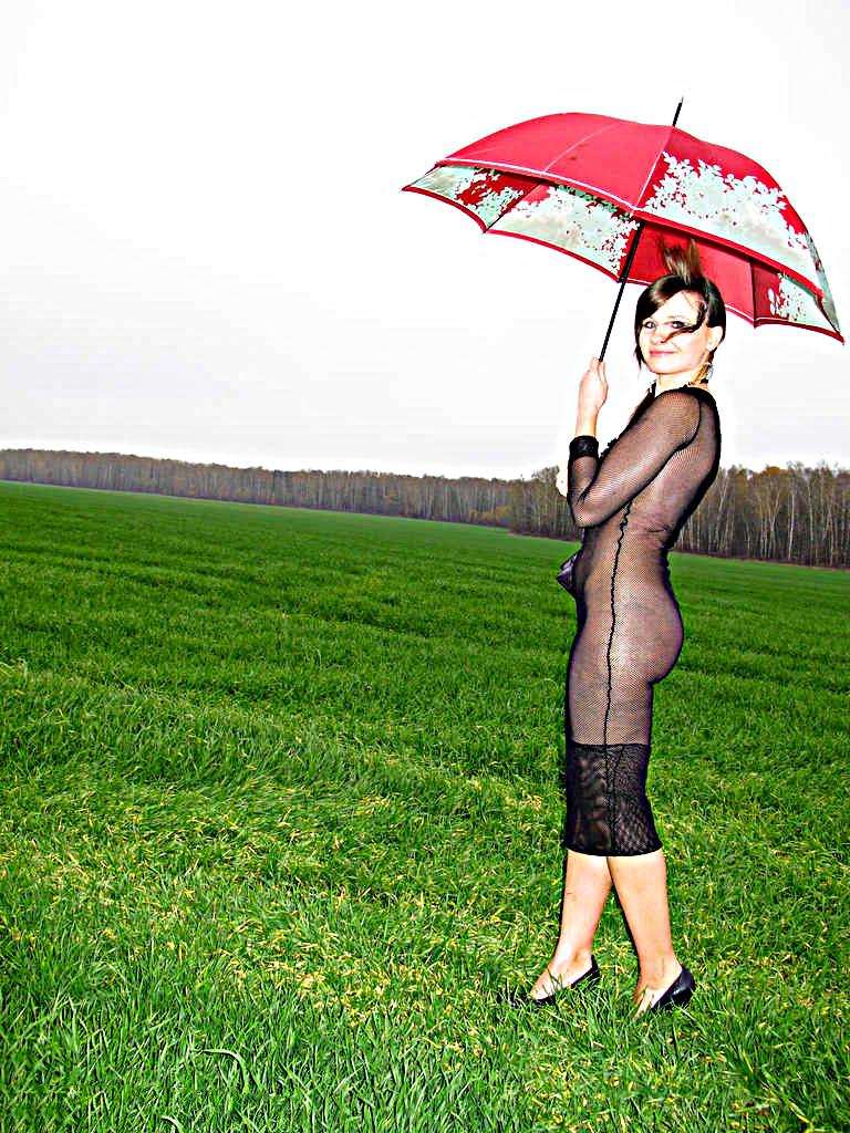 Jeny con un vestito trasparente