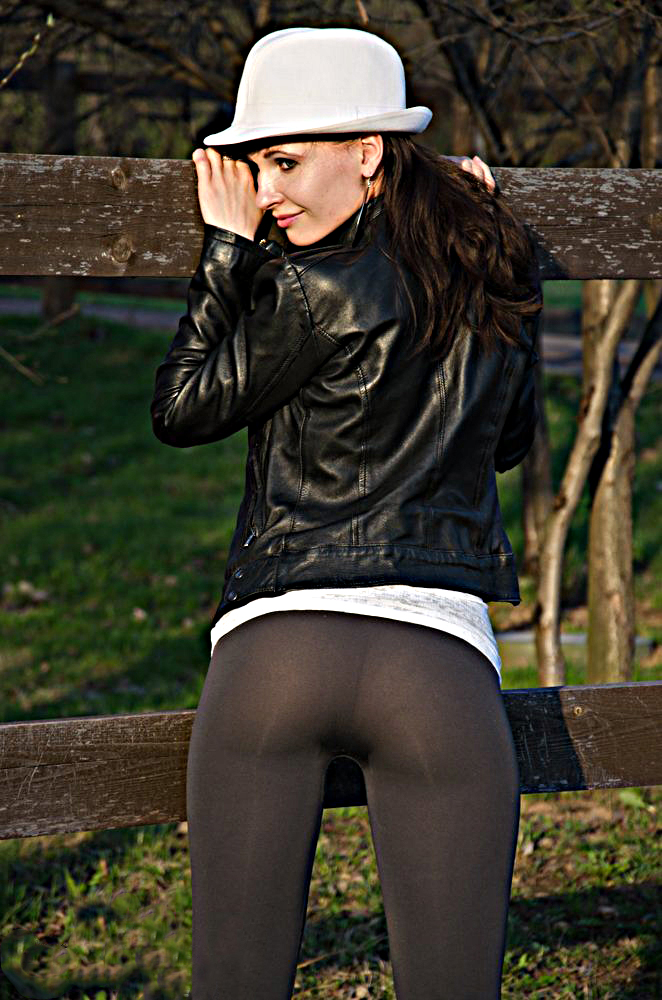 Jeny in leggings neri