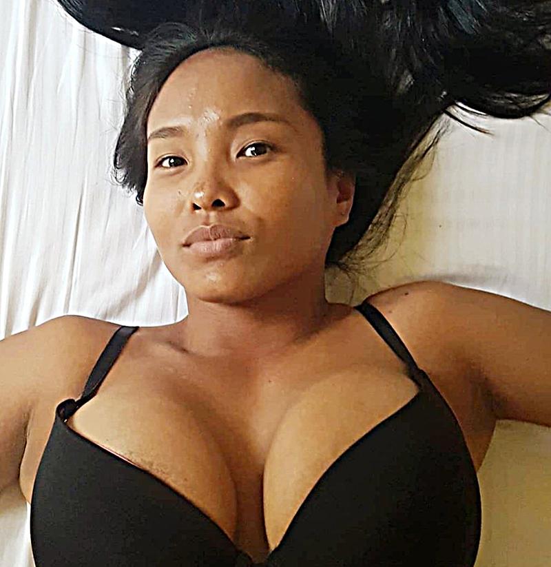 Sydney ragazza distesa sul letto
